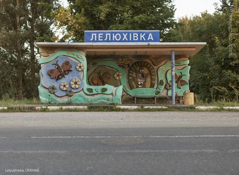 Канадский фотограф запечатлел советские автобусные остановки, в том числе в Молдове фото 4