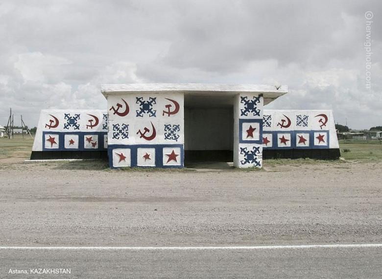 Канадский фотограф запечатлел советские автобусные остановки, в том числе в Молдове фото 11