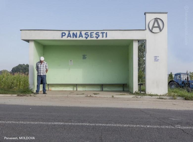 Канадский фотограф запечатлел советские автобусные остановки, в том числе в Молдове фото 7