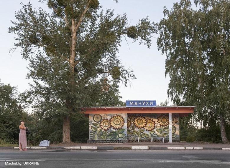 Канадский фотограф запечатлел советские автобусные остановки, в том числе в Молдове фото 14