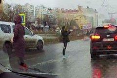 На Чеканах сразу двое водителей не уступили дорогу пешеходам на переходе