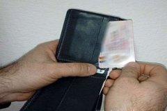 В Румынии на границе у молдаванина изъяли купленные водительские права