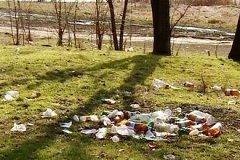 Пришла весна: Жители столицы жалуются на грязные улицы и мусор в парках