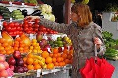 Большинство граждан по-прежнему предпочитают покупать фрукты и овощи на рынке