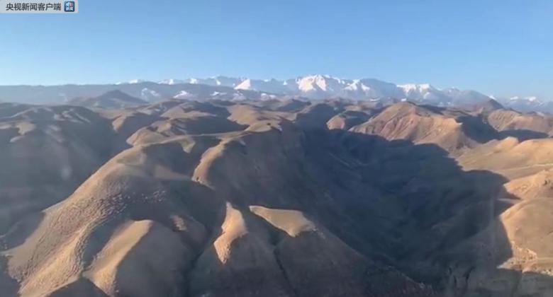 В Китае снежная лавина накрыла десять человек, они находятся на связи со спасателями фото 4