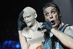 Лидер Rammstein Тилль Линдеманн сломал челюсть поклоннику