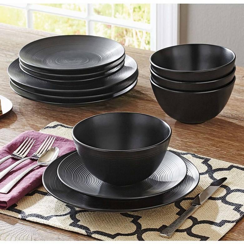 Черный цвет тарелки помогает меньше есть