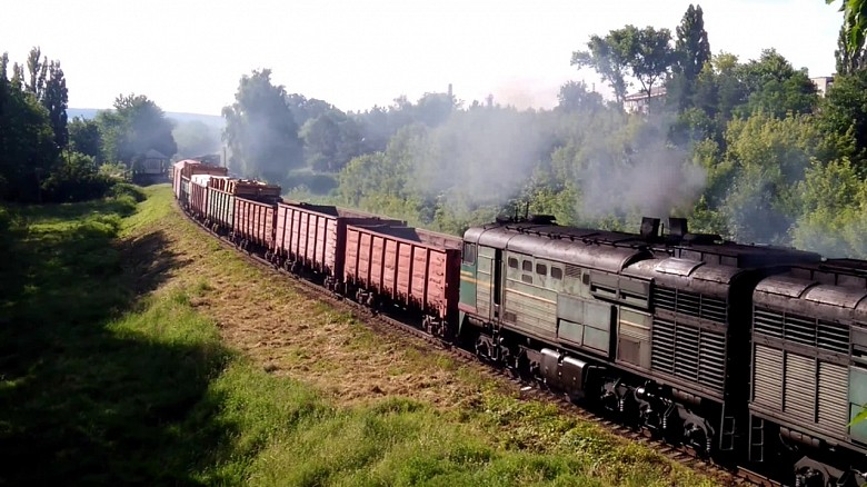 Движение грузовых поездов приостановлено на неделю