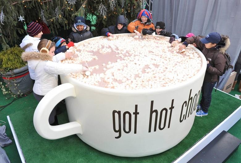 США. Чашка горячего шоколада, 1893 литра сразу!