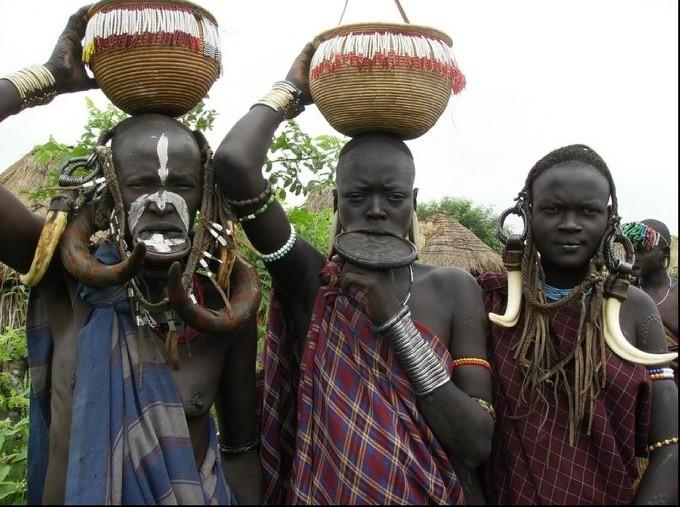 Широкая губа, женщины племени «Мурси», Эфиопия
