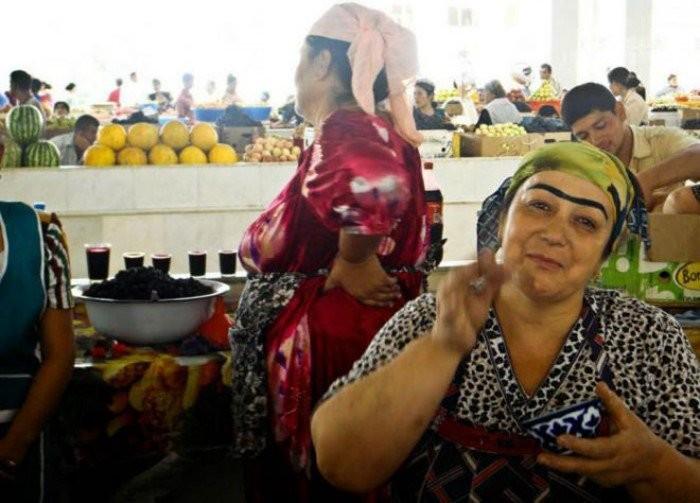 Длинные и густые брови. Таджикистан