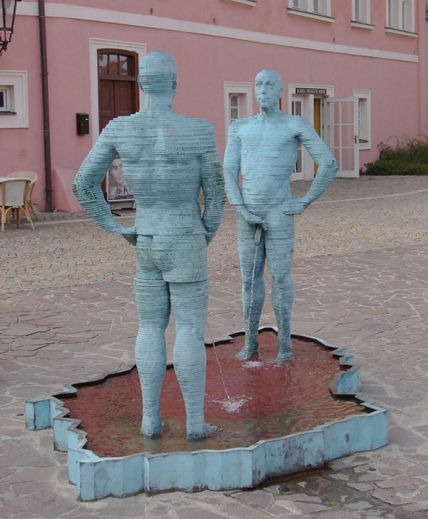 Памятник «Piss» находится на территории кирпичного завода, в Праге, Чехия