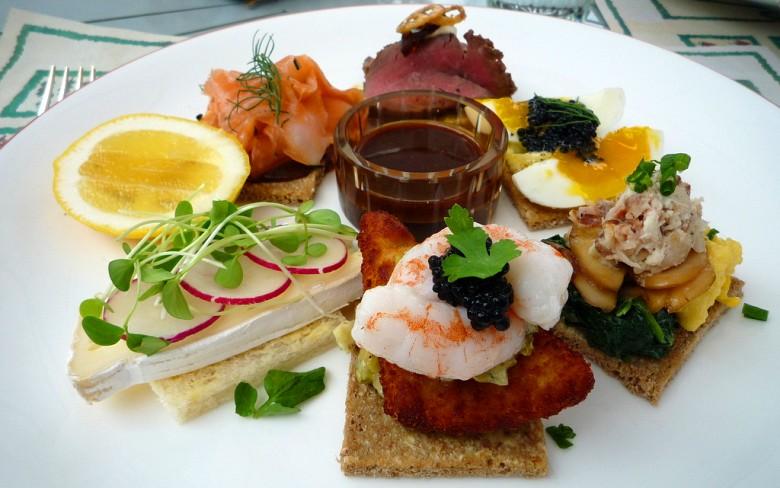 Бутерброды с различной начинкой. Дания