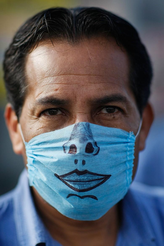 Креативные медицинские маски фото 14
