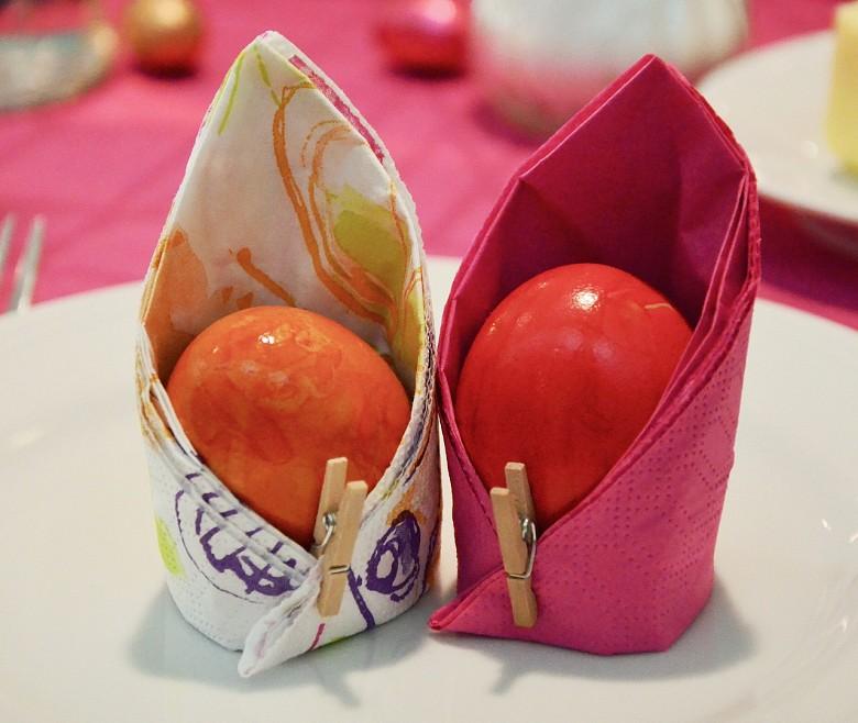 А можно обычные крашенные яйца поместить в чехольчики